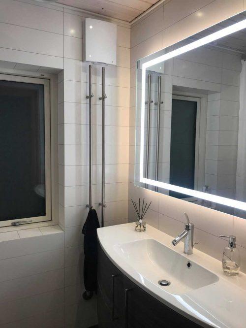 Varmegenvindingsventilation monteret på badeværelse.